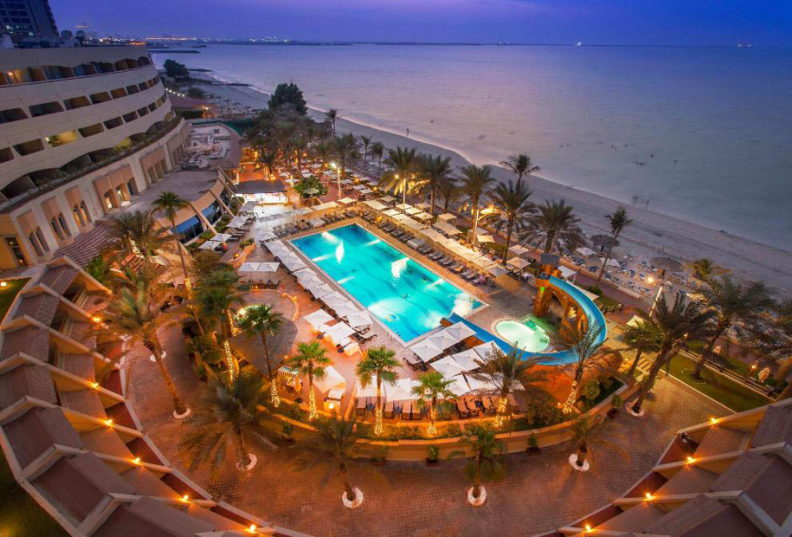 Доступный отель в Эмиратах с шикарным пляжем -  Occidental Sharjah Grand 4*